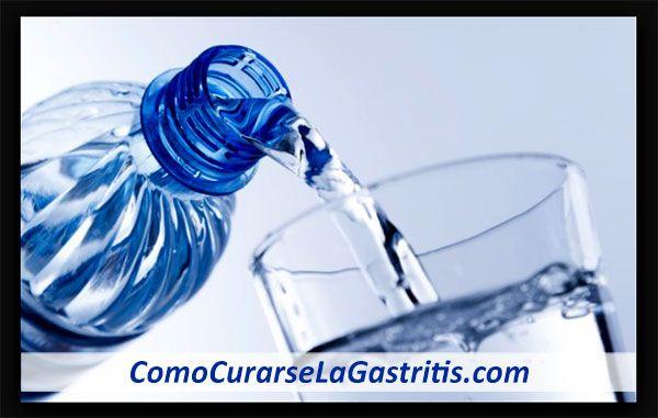 Beber agua alivia la gastritis